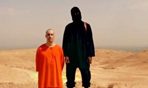 El periodista James Wright Foley a punto de ser asesinado por un terrorista musulmán